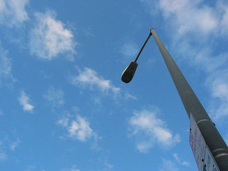 Leasing streetlights to cell phone providers could expand 4G service and get some of the city's broken lights fixed.