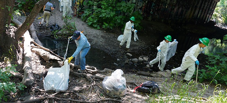 A youth corp cleans up trash from Coyote Creek. (Photo by Jennifer Wadsworth)